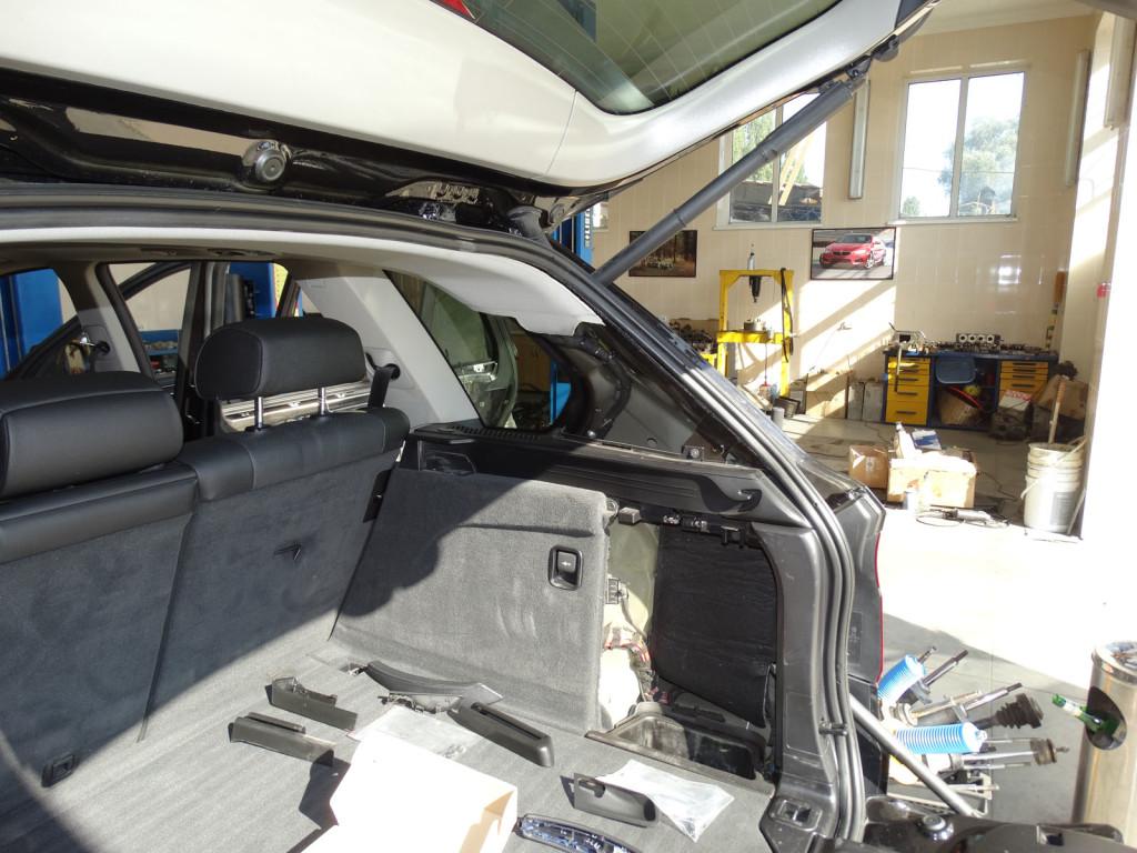 BMW E70 багажное отделение